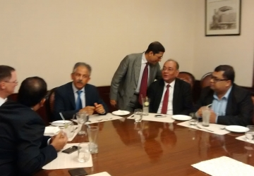 Meeting-with-US-official-s-in-Kolkata-03