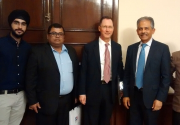Meeting-with-US-official-s-in-Kolkata-04